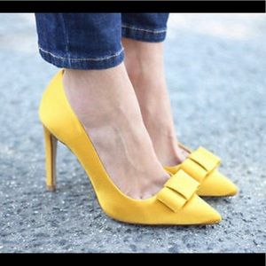 Mustard yellow Zara bow heels